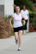 Анна Пакуин, фото 1382. Anna Paquin - Going for a morning run in Los Angeles - 9/16/11, foto 1382
