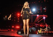 Adds Fergie performs at Sun Life Stadium in Miami Gardens, Florida, 23 November, x13+28