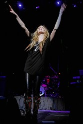 Аврил Лавин, фото 13865. Avril Lavigne Q102 Jingle Ball 2011 in Philadelphia (7.12.2011)*same IB gallery as above, foto 13865,