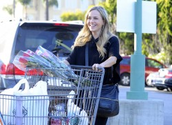 Джули Бенц, фото 1135. Julie Benz leaving the Bristol Farms Market in Beverly Hills, january 17, foto 1135