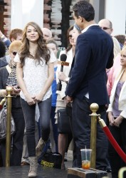 Сара Хайланд, фото 602. Sarah Hyland Extra at The Grove in LA - 02.02.2012, foto 602