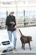 Энн Хэтэуэй, фото 5937. Anne Hathaway 'Walking her dog in Brooklyn', february 5, foto 5937