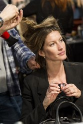 Жизель Бундхен, фото 2305. Gisele Bundchen prepares backstage at the Alexander Wang Fall 2012, february 11, foto 2305