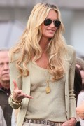 Эль Макферсон, фото 1074. Elle MacPherson at The Grove to appear on the programme 'Extra', february 20, foto 1074
