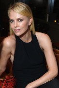 Шарлиз Терон, фото 6130. Charlize Theron - V-Day Cocktails and Conversation with Eve Ensler, february 21, foto 6130