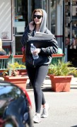Миша Бартон, фото 10533. Mischa Barton - shopping and at a car wash in California 02/23/12, foto 10533