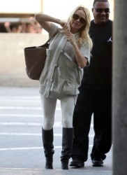 Памела Андерсон, фото 4971. Pamela Anderson makes her way through the LAX airport Los Angeles, february 28, foto 4971