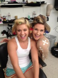 Kelly Clarkson wearing tanktop and shortshorts in twitpic with Jennifer Nettles